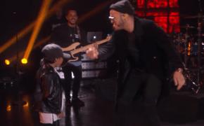 """Anderson .Paak faz incrível performance de """"Am I Wrong"""" com seu filho de 6 anos no programa da Ellen"""