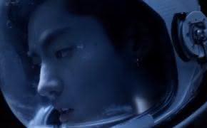 """Kris Wu divulga o clipe de """"Freedom"""" com Jhené Aiko; ouça"""