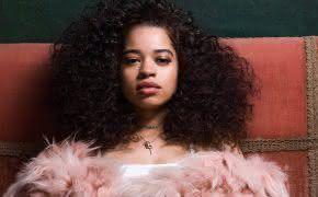 Ella Mai lança seu grande álbum de estreia com Chris Brown, John Legend e H.E.R