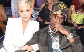 Travis Scott se pronuncia sobre término com Kylie Jenner e nega ter traído ela