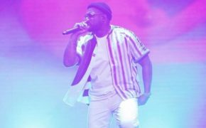 "ScHoolboy Q apresenta música inédita ""Chopstix"" com Travis Scott no The Tonight Show"