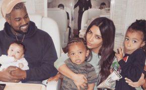 Kim Kardashian divulga a primeira foto mostrando seu novo filho Psalm West com Kanye West