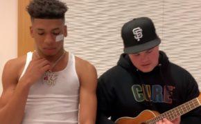 """NLE Choppa faz performance acústica do single """"Capo"""" com Einer Bankz tocando ukulele"""