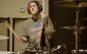 """Travis Barker participa de remix da música """"Falling Down"""" do Lil Peep com XXXTENTACION"""