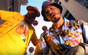 "Bad Bunny e J Balvin divulgam o videoclipe da música ""Yo Le Llego"""