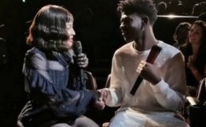 """Madonna vê Lil Nas X na plateia do seu show e desce do palco para conversar e cantar """"Old Town Road"""" com ele"""