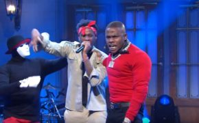 "Confira a performance do DaBaby do hit ""Suge"" no programa SNL"