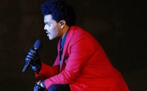 "The Weeknd canta música ""Blinding Lights"" no Jimmy Kimmel Live"